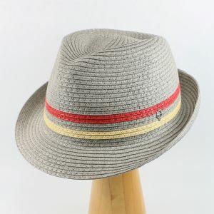 sivý letný klobúk