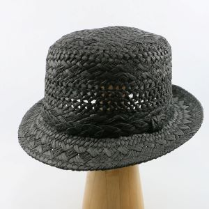 čierny letný klobúk