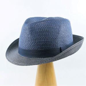 modrý letný klobúk