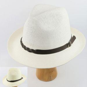 letný klobúk biely